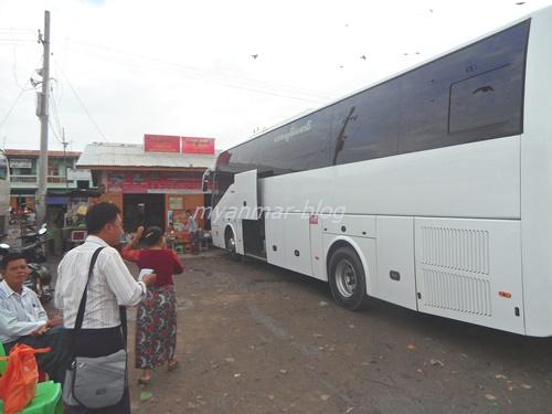 マンダレー~バガン を結ぶExpress Bus