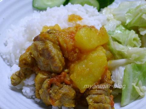 ブタとジャガ芋の煮物