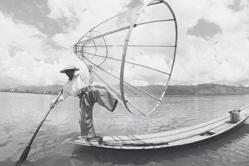 インレー湖の漁師(photo by Eva)